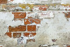 Wall of old red brick with remains of light-coloured plaster Royalty Free Stock Photos