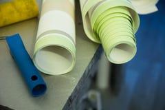 Wall-papers vinylic pour la réparation d'une salle Photos libres de droits
