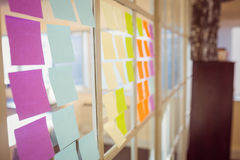 Wall with post-it on Royalty Free Stock Photos