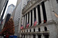 Wall Street durante le feste di Natale Fotografia Stock Libera da Diritti