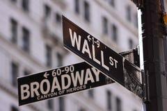 Wall Street en Hoofdstraat Stock Foto's