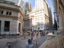 Wall Street en New York Stock Exchange in Manhattan Stock Foto