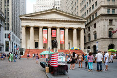 Wall street and the Federal Hall in New York's Financial Distric Royalty Free Stock Images