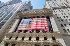 Wall Street giełdy papierów wartościowych budynek w słonecznym dniu w Nowy Jork Zdjęcie Royalty Free