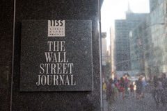 Wall Street Journal undertecknar in dess byggnad Royaltyfria Foton