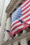 Wall Street in New York. (De V.S.). Verticaal. royalty-vrije stock fotografie