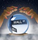 Wall Street, segnale stradale viene a fuoco dentro la sfera di cristallo di un indovino in questa immagine circa il mercato azion royalty illustrazione gratis