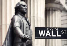 Wall street sign with the statue of George Washington and the Fe Stock Photography