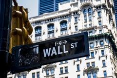 Wall Street tecken finansiella New York City USA stora Apple Fotografering för Bildbyråer