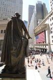 Wall Street und Bundeshall Stockbilder