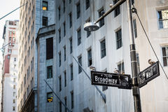 Wall Street unterzeichnen herein Manhattan-Stadt, New York Stockfotos