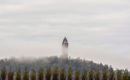 Wallace Monument en la niebla Escocia Imagen de archivo
