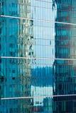walled glass moderna reflexioner för byggnadsfacade Royaltyfri Foto