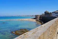 Walled stad av den Saint Malo stranden i Brittany Arkivbild