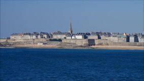 Walled stad av Saint Malo i Brittany stock video