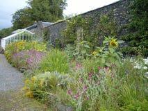 Walled trädgård Royaltyfria Bilder