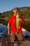 Walleye εκμετάλλευσης αλιείας ατόμων στοκ φωτογραφία με δικαίωμα ελεύθερης χρήσης