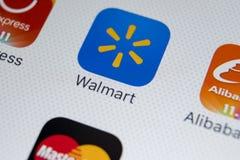Walmart applikationsymbol på närbild för skärm för Apple iPhone X Walmart app symbol Walmart com är multinationell sälja i minut  Royaltyfri Foto