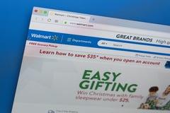 Walmart homepage-website på den Apple iMac bildskärmskärmen Walmart är en amerikansk multinationell sälja i minut korporation Arkivfoto