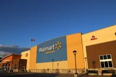 Außenschuß eines Walmart-Speichers Stockbilder