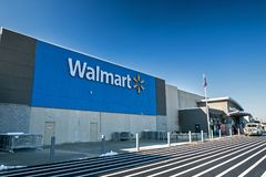 Walmart lager i NJ Arkivfoton
