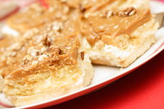 Walnuss carmel Kuchen lizenzfreie stockfotos