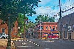Walnuss und Main Street in Pennsylvania-Stadt lizenzfreie stockfotografie