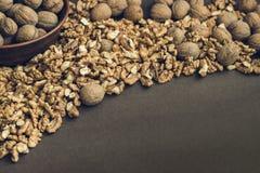 Walnut kernels and whole walnuts Royalty Free Stock Photos