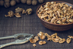 Walnut kernels and whole walnuts Royalty Free Stock Images