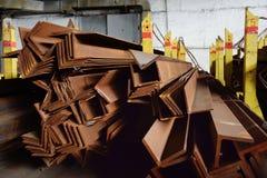 walsen van metaal Metaalverbindingen en hoeken Stock Foto