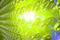 Walsen van metaalovaal dat als abstracte achtergrond wordt weerspiegeld Stock Foto