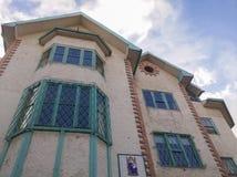 Walsingham-Haus mit englischer Art ausführliche Ziegelsteine, Aquafenster und Decke stockfotos