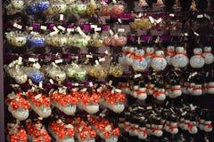 Walt Disney świat bawi się w Disney sklepie dla wakacji Obraz Royalty Free