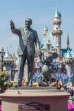Walt Disney και άγαλμα του Mickey Mouse σε Disneyland Στοκ φωτογραφίες με δικαίωμα ελεύθερης χρήσης