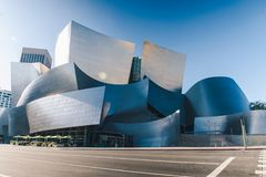 Walt Disney Concert Hall em um dia ensolarado fotos de stock