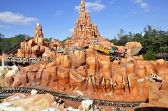 Walt Disney linii kolejowej Światowa przejażdżka w Magicznym królestwa Theeme rodziny parku Zdjęcie Royalty Free