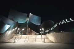Walt Disney salón de conciertos en la noche Imagen de archivo libre de regalías