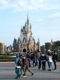 Walt Disney-standbeeld voor het disneyland kasteel, Tokyo, Japa Royalty-vrije Stock Afbeeldingen