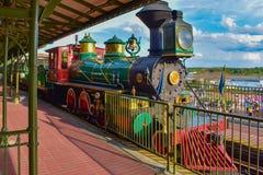 Walt Disney World Railroad coloré dans le royaume magique 3 photo stock