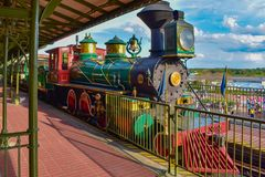 Walt Disney World Railroad colorido no reino mágico 3 foto de stock