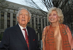 Walter Cronkite et Joanna Simon Photo stock