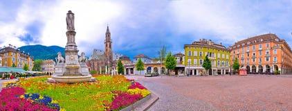 Waltherplatz Bolzano för huvudsaklig fyrkant panoramautsikt arkivfoto