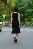 waltking的妇女 图库摄影
