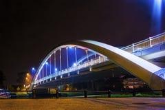 Walton på den nya bron för Themsen Arkivfoton