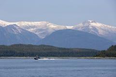 Walvis het letten op boot op Juneau, Alaska royalty-vrije stock afbeelding