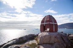 Walvis het letten op toren in Qeqertarsuaq, Groenland stock fotografie