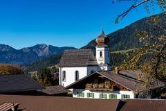 Wamberg nära Garmisch är Tyskland denhöjd byn arkivfoton
