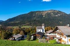 Wamberg nära Garmisch är Tyskland denhöjd byn royaltyfri fotografi