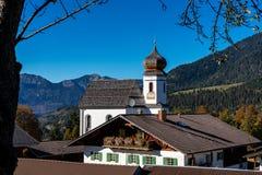 Wamberg nära Garmisch är Tyskland denhöjd byn arkivfoto