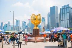 Wan Chai, Hong Kong - 23 de setembro de 2016: O Bauhinia dourado dentro Foto de Stock